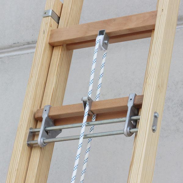 Escalera de madera extensible a cuerda escaleras arizona for Construir una escalera de jardin de madera